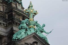 Berliner Dom (philippeguillot21) Tags: croix église iglesia cathédrale dom berlin allemagne deutschland europe mitte pixelistes statue sculpture canon
