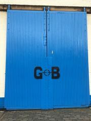 Big blue doors. (Bennydorm) Tags: wayout wayin exit entrance entryway entry colour letters lockup pavement britain europe uk gb luglio julio juillet july lascozia escocia ecosse schottland scotland leith big iphone6s doors blue
