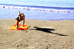 Yoga marino (meghimeg) Tags: 2018 dianomarina sabbia sand mare sea acqua water spiaggia beach uomo yoga ombra shadow sole sun estate summer man