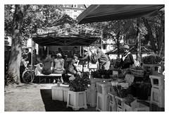 Kaffeebud un Blommestand (glasseyes view...up&away) Tags: glasseyesview markttag neumarkt aachen frankenbergerviertel blackandwhite sw streetphotography streetlife