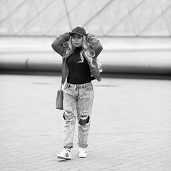 Beatriz Selenia (laurent.dufour.paris) Tags: 2017 6x6 aprèsmidi black blackandwhite blanc bw candid canon casquette city eos5dmarkiii europe extérieur femmes france hiver iledefrance life louvre monochrome noir noiretblanc paris people photographiederue printemps regardsparisiens rue streetphoto streetphotography ville white