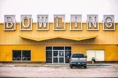 El Mark-O Lanes (Thomas Hawk) Tags: america casper elmarkolanes usa unitedstatesofamerica unitedstates wyoming auto automobile bowlingalley car neon neonsign truck us fav10 fav25 fav50 fav100