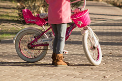 Vamos a pasear (Letua) Tags: bicicleta bike childhood enjoying gente girl havingfun infancia niña pink portrait retrato rosa urbana