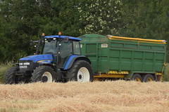 New Holland TM155 Tractor with a Thorpe Grain Trailer (Shane Casey CK25) Tags: new holland tm155 tractor thorpe grain trailer cnh nh blue newholland castletownroche traktor traktori tracteur trekker trator ciągnik harvest grain2018 grain18 harvest2018 harvest18 corn2018 corn crop tillage crops cereal cereals golden straw dust chaff county cork ireland irish farm farmer farming agri agriculture contractor field ground soil earth work working horse power horsepower hp pull pulling cut cutting knife blade blades machine machinery collect collecting nikon d7200