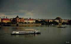 Panorámica de Praga... (Garciamartín) Tags: paisaje panorámica barco agua rio riomoldava praha praga chequia europa arcoiris nino nubes garciamartín arquitectura