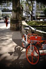 Bokeh@Kö, Düsseldorf 2018 Summer 7 (Amselchen) Tags: mechanicalvignetting apsclens sony a7rii sonyilce7rm2 sigma sigmamc11 bokeh blur dof depthoffield light shadow season summer bike bicycle germany