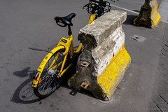 Bicycle Song (sdupimages) Tags: bike bicycle velo jaune yellow rue street beton graphisme