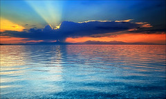 "Bollino ""rosso"" ... (Gio_guarda_le_stelle) Tags: sunset tramonto caldo summer seascape seside water reflection blue trasparency lindo mare mar clouds sunbeams sunbeam golfo italia italy calabria"
