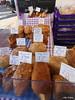 Hastings im Februar (villa.chaos) Tags: wochenmarkt backwaren brot kuchen torten pasteten snaks bäckerei