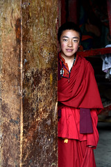 Monk (MelindaChan ^..^) Tags: sichuan china 四川 川西高原 白玉 tibetan monastery chanmelmel mel melinda melindachan worshoip pray religion buddha buddhish building mountain 噶陀寺 kathok life house monk people