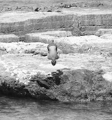 Il salto (marcus.greco) Tags: jump blackandwhite portrait sea rock