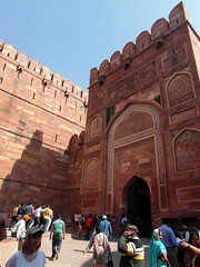 entrance to agra red fort (kexi) Tags: agra india asia uttarpradesh redfort vertical gate entrance old ancient mughal architecture samsung wb690 february 2017 people fortifications red sandstone huge instantfave