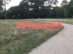 10/08/18 (Dave.Kirwin) Tags: eastleigh eastleighboroughcouncil hampshire flemingpark grass bench orange fence park