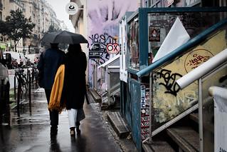 Une écharpe jaune dans une journée grise - La vie est un film en photo