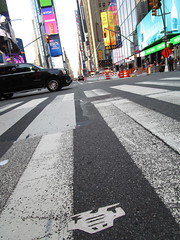 Short Stikman White Robot Tile Tmes Square NYC 7071 (Brechtbug) Tags: a return stikensian era white robot tile stikman broadway times square nyc street art graffiti tag tagging stencil cut out toynbee stickman asphalt figurative school flat action figures new york city 08102018 cross walk smoke 2018 stik man men curious streets summer heat august