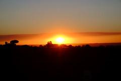 Atardecer de agosto (ameliapardo) Tags: atardeceres cielo sol ocaso rojo contraluz fujixt1 sevilla andalucía