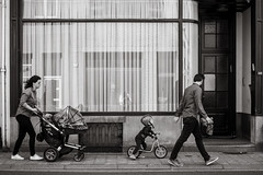 on the move (Gerard Koopen) Tags: belgië antwerpen antwerp anvers city straat street straatfotografie streetphotography streetlife streetscene candid man woman child people walking onthemove bw blackandwhite blackandwhiteonly reflection curtains fujifilm fuji xpro2 35mm 2018 gerardkoopen gerardkoopenphotography