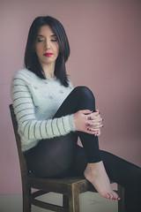 Célia (www.michelconrad.fr) Tags: rouge vert bleu canon eos6d eos 6d ef24105mmf4lisusm 24105mm 24105 femme modele portrait studio noir pose chaise pull collants