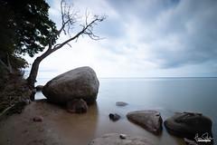 Das Nonnenloch (florianpluecker) Tags: nonnenloch ruegen insel steilkueste ostsee eastsea beach shore cloudy wolkig steinbrocken felsen deutschland natur landschaft meer wasser canon