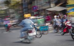 Traffic, Saigon (Rossyplaya) Tags: carretera streetphotography vietnam movimiento movement saigon streetphoto traffic trafico motocicleta bici