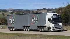 Random JERRAWA 6 Pack (1/6) (Jungle Jack Movements (ferroequinologist)) Tags: hp horsepower big rig haul haulage freight cabover trucker drive transport carry delivery bulk lorry hgv wagon road highway nose semi trailer deliver cargo interstate vehicle load ship move motor engine power teamster truck tractor prime mover diesel driver cab beast wheel exhaust double b grunt total logistic solutions tls volvo 700 fh16 taylor beechworth vic nsw qld wa freightlines teerman leeton veil santin bondwood casino hillcrest kenworth western star jerrawa hume globetrotter