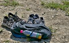 P1010016a (oberbayer) Tags: rucksack schuhe flasche