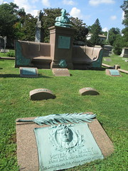 Peter F Dailey Vaudeville Performer Comedian Singer Grave 7654 (Brechtbug) Tags: bill west vaudeville performer banjo green bronze bust photographed 2018 nyc 08122018 statue sculpture grave memorial tomb profile graveyard marble smiling happy music musical instrument cemeteries monument cemetery greenwood horn tombstone crypt standing holding hands brooklyn new york city peter f dailey comedian singer