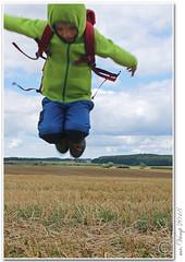Spring/ Jump (Mr.Vamp) Tags: springen hüpfen lachen freude erlebnis kind natur jumping laughing joy experience child nature mrvamp vamp