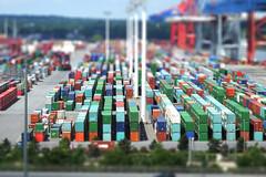 LEGO City (Elbmaedchen) Tags: tiltshift hafen waltershoferhafen hamburgerhafen hamburg eurogate hamburgvonoben köhlbrandbrücke container bausteine miniatur a7 hhwaltershof