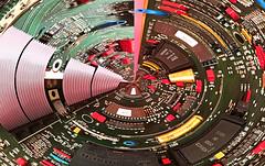 Auch Elektronik kann inspirieren (VenusTraum) Tags: elektronik leiterplatte technik platine makro bauteile bosch siemens scheibe bunt colorful