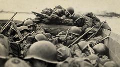 V_1983 (C&C52) Tags: militaires worldwarii débarquement vintageshot collector