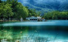 La casita del lago III (candi...) Tags: llacdebanyoles arquitectura lago agua naturaleza nature casa arboles bosque airelibre arbol sonya77 bañolas girona