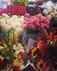 Seattle (mademoisellelapiquante) Tags: pacificnorthwest seattle washington publicmarket pikeplacemarket seattlepublicmarket flowers bouquet