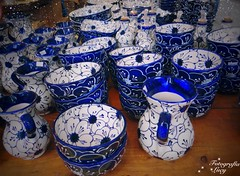 Blue ceramic. (habanera19) Tags: urbana stree quioscos portaldelángel beautiful españa catalán cataluña cataluya vasijas barcelona ceramic blue