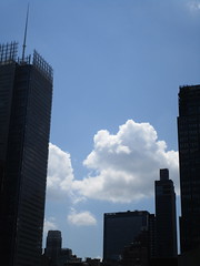 2018 August Luminous Clouds and No Virtual Clock 7056 (Brechtbug) Tags: 2018 august luminous clouds virtual clock tower turned off from hells kitchen clinton near times square broadway nyc 08092018 new york city midtown manhattan spring springtime weather building dark low hanging cumulonimbus cumulus nimbus cloud june hell s nemo southern view ny1