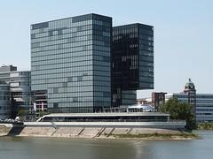 P1010241 (karlheinz.nelsen) Tags: düsseldorf städte landeshauptstadt medienhafen landtag