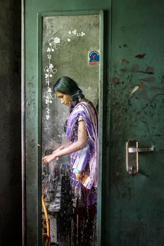 S. prepara il chai. Kerala, India, 2018
