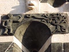Muratu: San Michele (Vincentello) Tags: muratu sanmichele église church basrelief sculpture eve eva serpent snake pomme apple