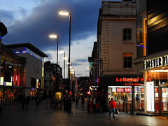 Whitechapel, Liverpool (Liverpool Suburbia) Tags: 2018 liverpool whitechapel uk merseyside night evening july citycentre lobsterpot forever21 shops people