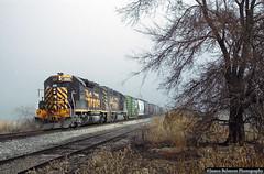 Wandering in a Fog (jamesbelmont) Tags: railway spanishfork utah spanishforksugarfactory emd tinticbranch gp40 gp402 prgvr fog ghost
