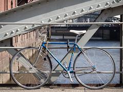 Fahrräder in der Stadt (xy5661) Tags: blau blue bicycle fahrrad brücke elbe city