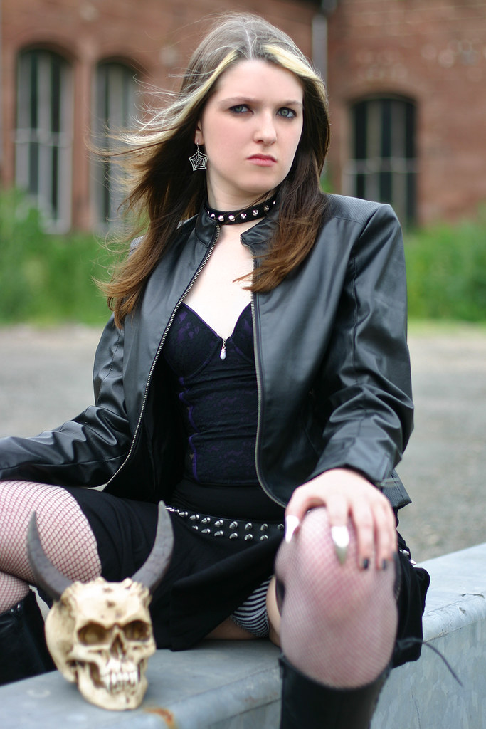 Gothic girl with teen whip — pic 2
