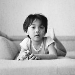 (Dani Irwan) Tags: 120 mediumformat 6x6 squareformat ilfordhp5 ei400 analog bw blackandwhite blancoynegro film malaysia monochrome noiretblanc darkroom8 mamiyac220 mamiya80mmf28 canoncanoscan8800f portrait toddler boy pose sofa