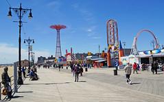 Riegelmann Boardwalk, Brooklyn (SomePhotosTakenByMe) Tags: riegelmannboardwalk boardwalk coneyislandboardwalk lantern laterne urlaub vacation holiday usa america amerika unitedstates newyork nyc newyorkcity newyorkstate stadt city coneyisland brooklyn outdoor amusementride fahrgeschäft parachutejump thunderbolt roller achterbahn rollercoaster