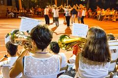 Un Passeig per Palamós - Sardana (rossendgricasas) Tags: elgironès valldelllemana girona catalonia sardana dance musician girls nocturne people photo light photography traditional nikon tamron santgregori
