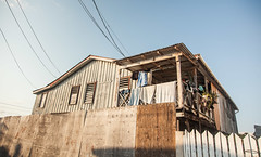 Belize | Ambergris Caye •  In the streets of San Pedro (Cyrielle Beaubois) Tags: 2018 belize cyriellebeaubois unbelizable centralamerica san pedro laislabonita cayeambergris house architecture wood canonef24105mmf4lisusm canoneos5dmarkii street