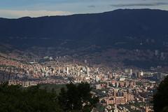 Medellín, ciudad de la eterna primavera. (alexbetancurescobar) Tags: medellín colombia montañas paisaje landscape paisajes mountains mountain city ciudad sky cielo nubes beauty