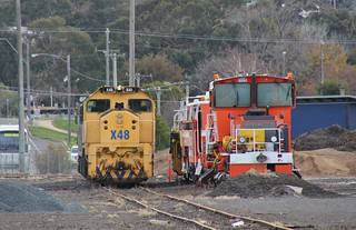 X48 and G520 are stabled next to track machines in Ararat yard