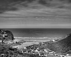Cornish Cove. (Glynn Wormley) Tags: nikond810 noiretblanc nikon afs 283003556 g ed vr