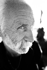 Eyes on my light! (Giulio Magnifico) Tags: soulful streetphotography streetlife happy 28mm eyes man portrait funny friuliveneziagiulia street backlight city deepsoul happiness friuli naturallight eye italy trieste blackandwhite leicaq detail curiosity smile beard personality friendly leica detailing